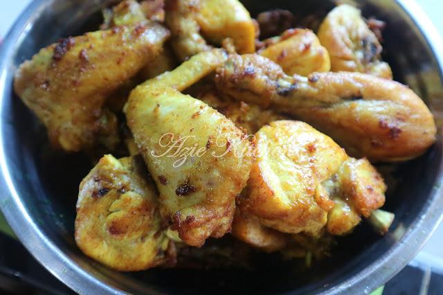 Ayam Masak Kicap Daun Kari
