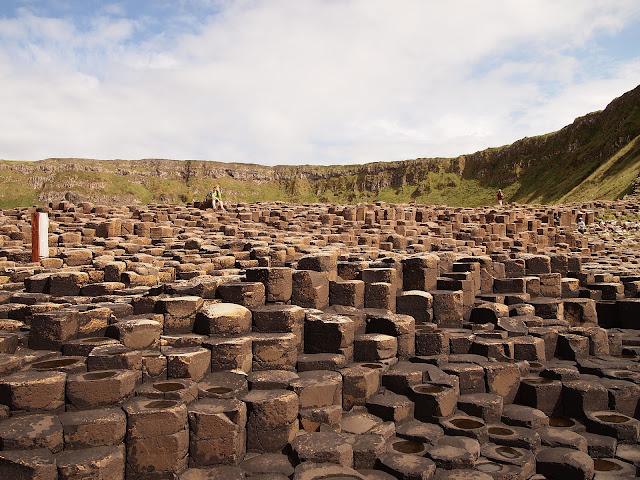 https://commons.wikimedia.org/wiki/File:Columnar_Basalt_Giants_Causeway_Northern_Ireland.jpg