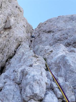 escalar-gran-grieta-por-via-pidal-cainejo-picu-urriellu-enlacima