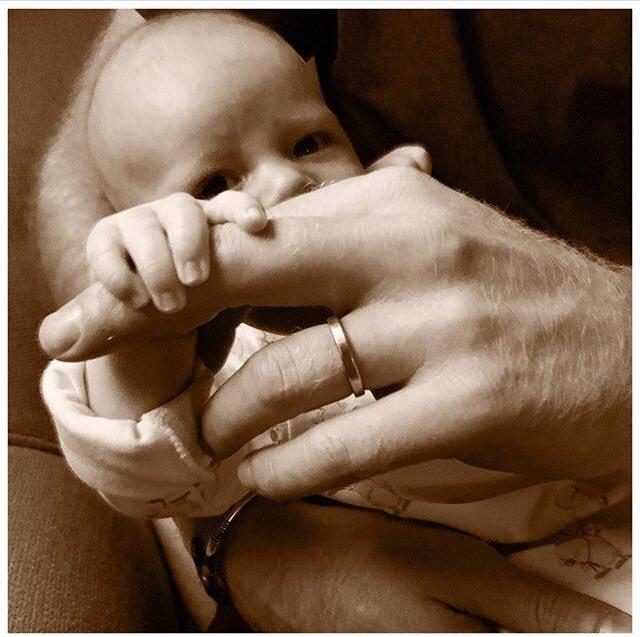 Nowe zdjęcie Archiego z okazji dnia ojca! + więcej