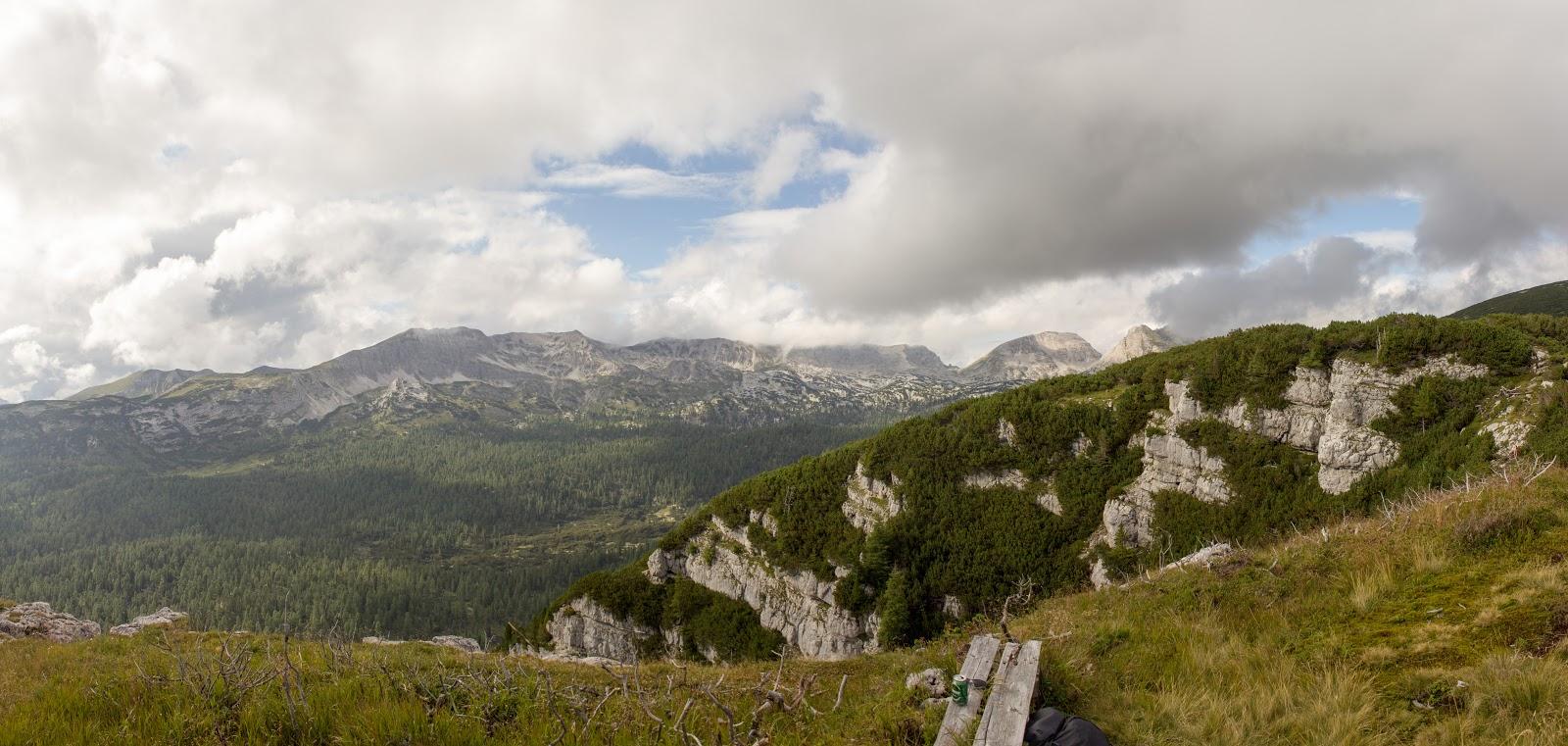 Wanderung von der Hintereggeralm bei Liezen zum Nazogl, Angerkogel und Kosennspitz. - Blick zum Toten Gebirge und Warschenegg