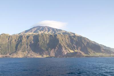 Tristão da Cunha: distante 3.550 km da América do Sul e 2.800 km da África