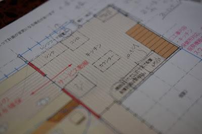 生坂村の古民家カフェ・ひとつ石 カウンターやキッチンの配置