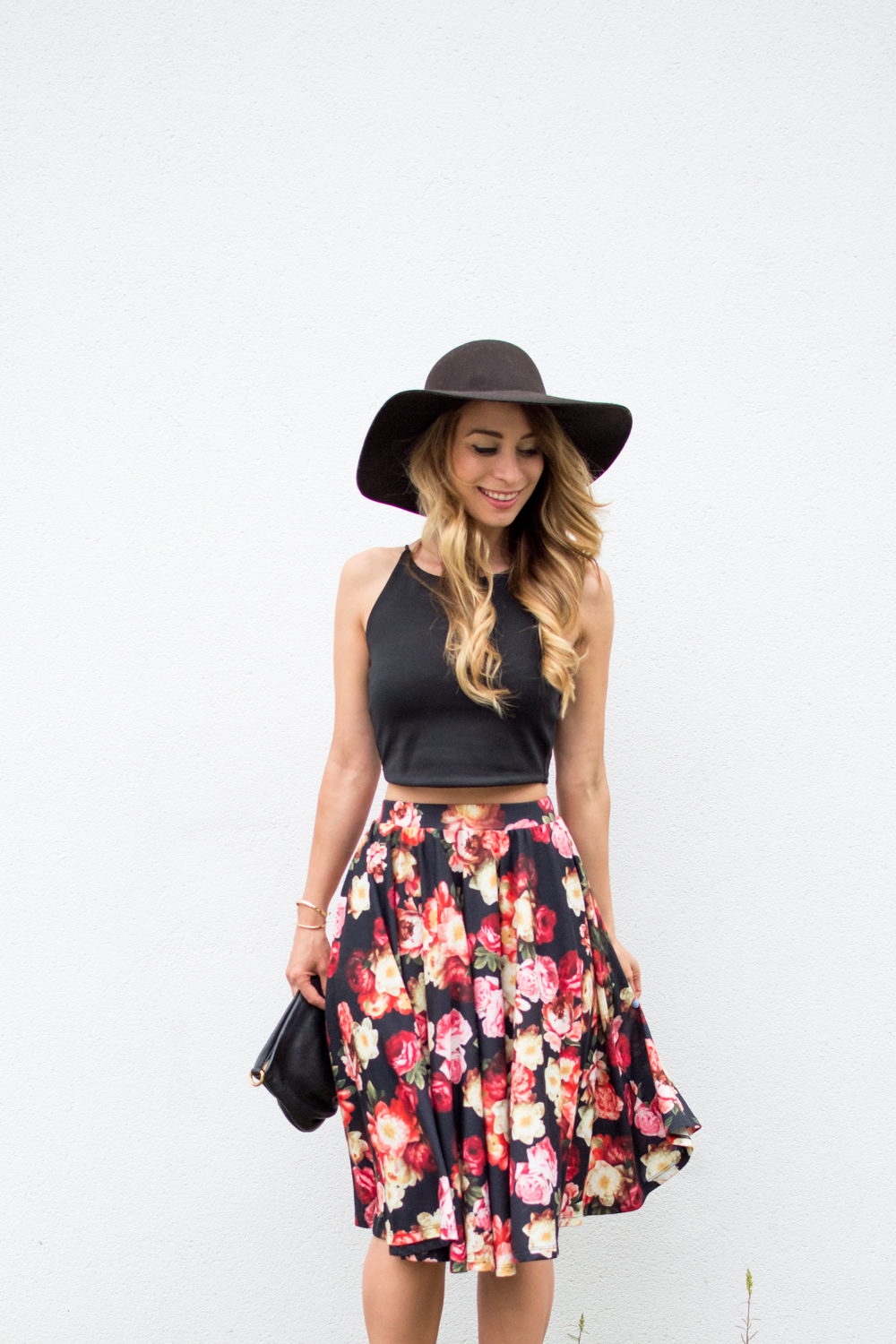 2e92324884cc black floral midi skirt outfit for summer