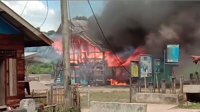 Meunasah Gampong Jalan Nurussalam Ludes Terbakar