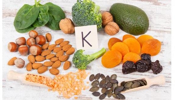 فيتامين ك، دور فيتامين ك في الجسم، المصادر الغذائية لفيتامين ك، الفوائد الطبية لفيتامين ك، الوقاية من أمراض القلب والأوعية الدموية، الدكتور هو انت
