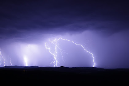 Tips dan Cara Menghindari Petir Menyambar Tubuh Ketika Hujan Tiba
