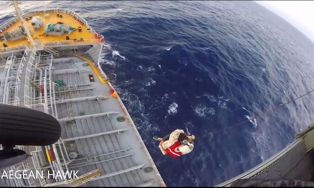 Επιχείρηση του Πολεμικού Ναυτικού με ελικόπτερο για ασθενή ναυτικό σε πλοίο ανοιχτά της Πύλου