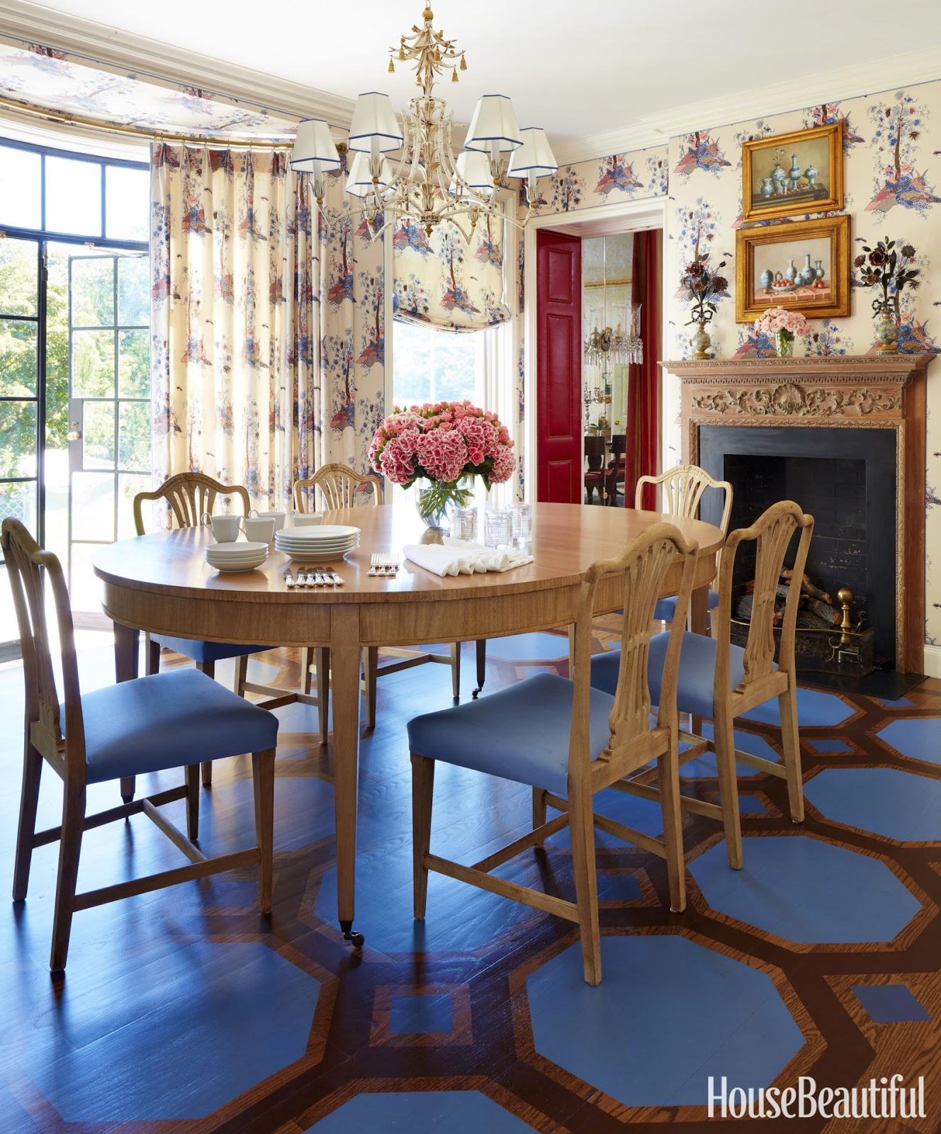Hydrangea hill cottage east meets west in long island home for Pictures of dining room tables decorated