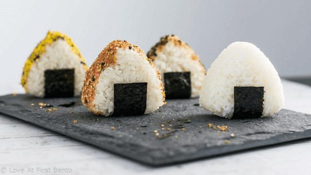 Onigiri = nasi gulung