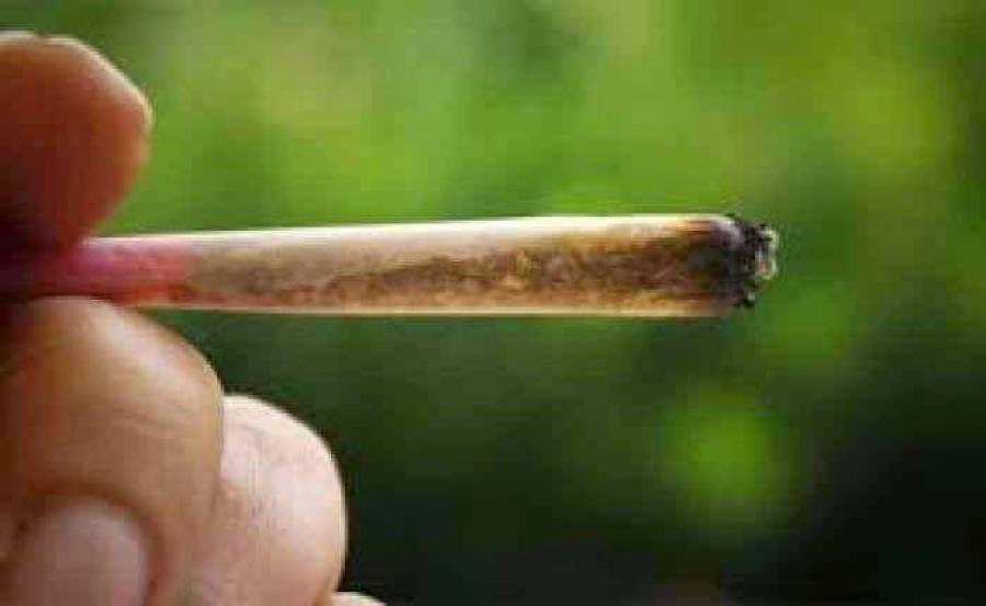 Συνελήφθησαν 5 ανήλικοι στη Λάρισα που κάπνιζαν τσιγαριλίκι στην αύλη Γυμνασίου!