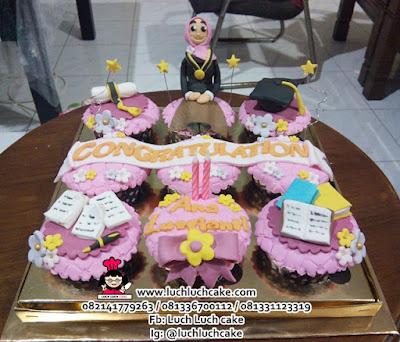 Hadiah Wisuda Cupcake