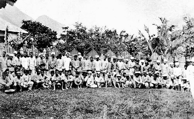 Taken in Bauan in 1901.  Image source:  Arnaldo Dumindin's Philippine-American War, 1899-1902.
