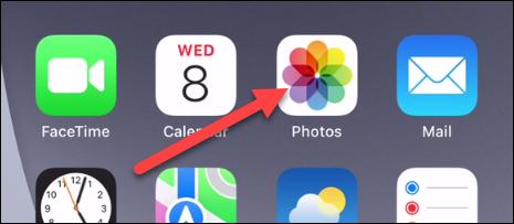 """افتح تطبيق """"الصور""""."""
