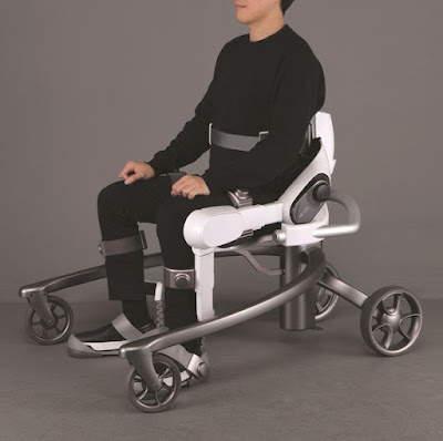 lg-wearable-robot-cloi-suitbot SEATED