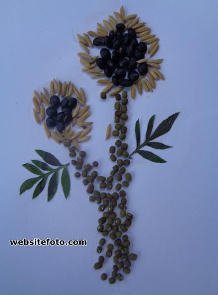 Contoh Kolase Gambar Bunga dari Biji Kacang Hijau, Kedelai Hitam, dan Padi