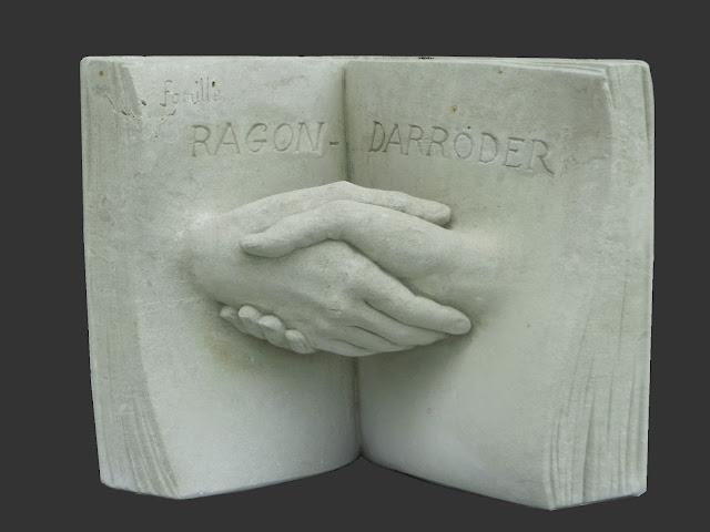 sculpture en pierre de tuffeau par Emmanuel Sellier