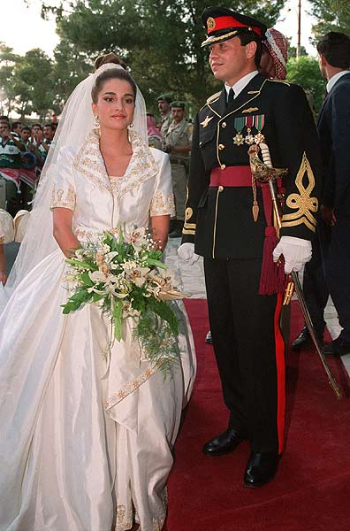 The 22 Year Old Executive In Training Married Jordan S Prince Abdullah 1993 After Less Than A Of Courtship She Wore Gold Trimmed Short Sleeve