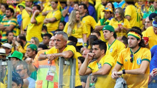 Fans Brasil yang kecewa timnya kalah