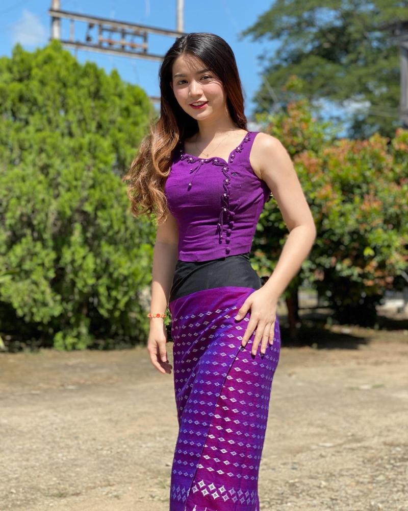 Khin Wint Wah baju tradisional Vietnma Khin Wint Wah