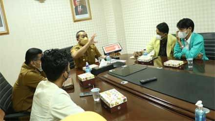 Audy Joinaldy saat diskusi bersama tujuh orang Presiden BEM Sumbar