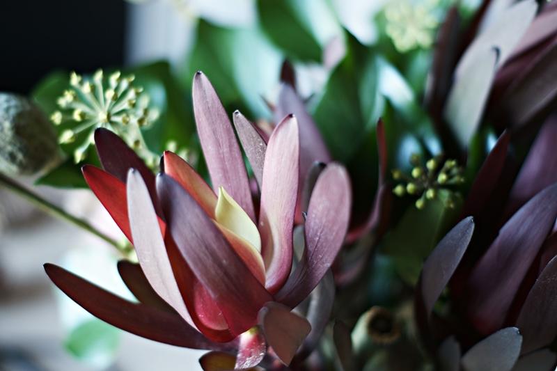 Blog + Fotografie by it's me! - Herbstblumenstrauss mit rotem Gewächs