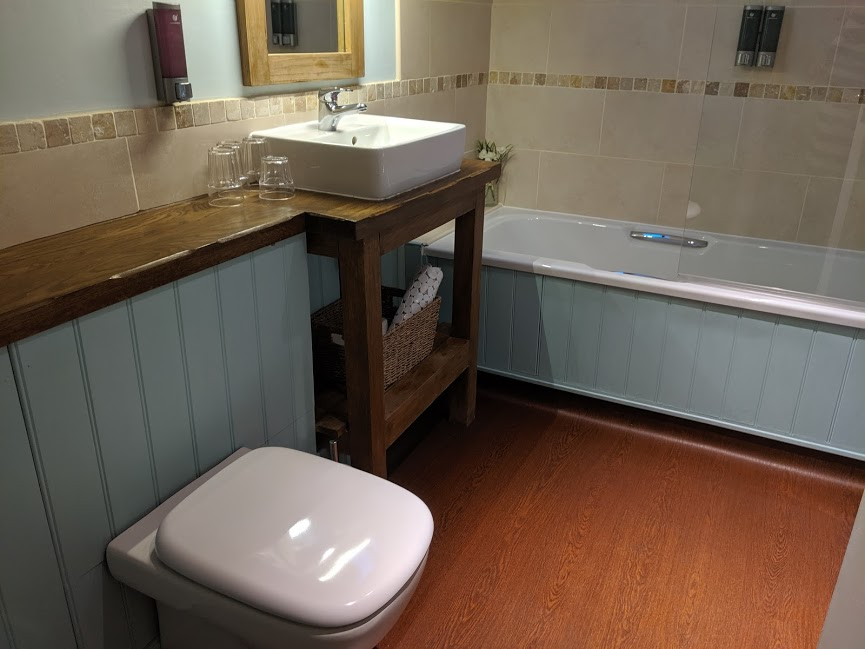 The King's Head Inn Pub near Roseberry Topping - Family Bathroom