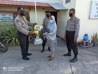 Polsek Kawasan Paotere Berikan Bantuan Sembako ke Warga Terdampak Covid-19