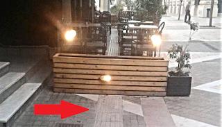 Καλαμάτα: Το νέο πεζοδρόμιο οδηγεί τους τυφλούς σε... καφετέριες