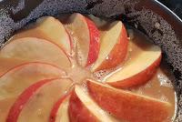 Apfel-Karamel-Kuchen mit Karamelsauce