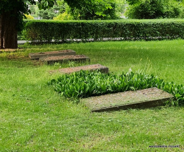 Warszawa Warsaw warszawskie cmentarze najstarszy przykościelny Kamionek Grochów nagrobki Praga Południe
