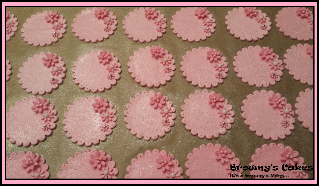 The Flavors Of Cupcakes Are Vanilla And Chocolate I Put A Little Bit Buttercream Frosting On Then Fondant Plaque