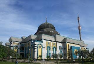 http://www.teluklove.com/2017/05/daya-tarik-objek-wisata-jakarta-islamic.html