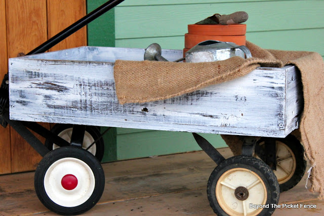old wagon made from reclaimed pallets for the porch