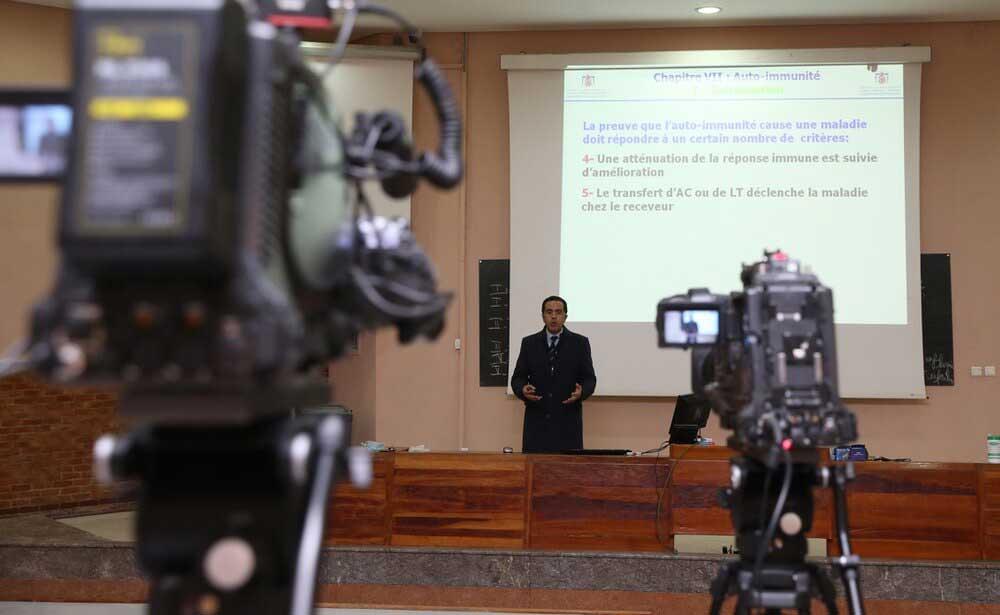 """وزارة التعليم: توقيف البث عبر القنوات التلفزية في إطار """"التعليم عن بعد"""""""