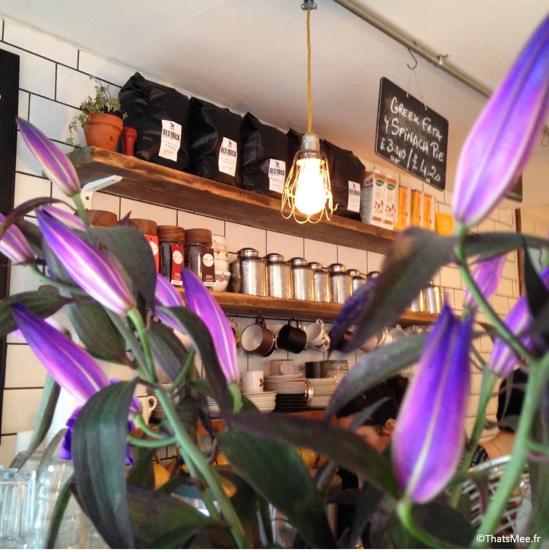 Fleurs et bar du Café Maison d'Etre, islington et highbury Londres