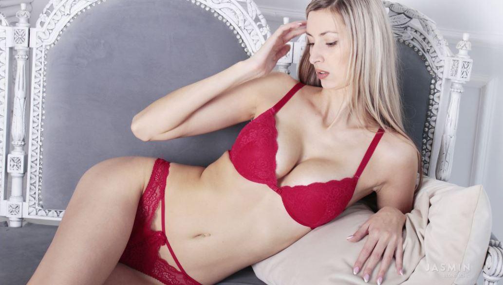 https://www.glamourcams.live/chat/BlondieChic