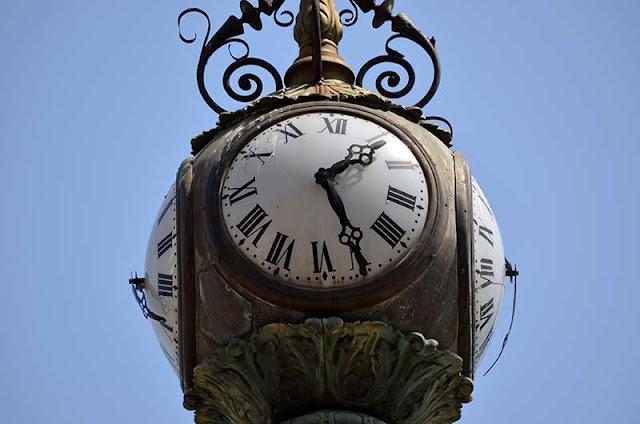 Reloj del Obelisco de A Coruña