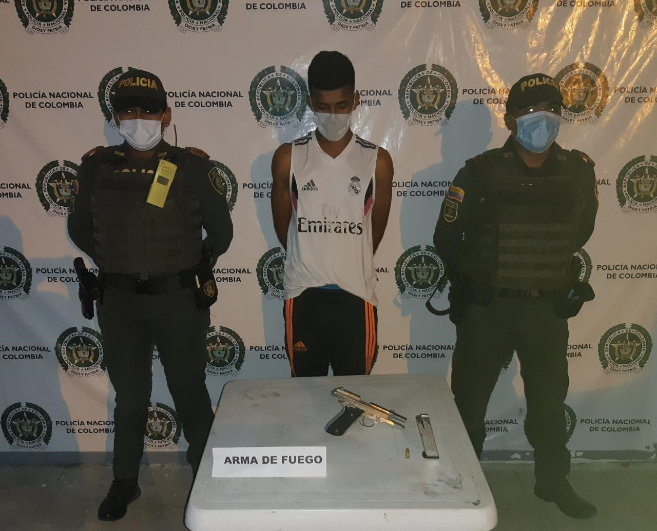 hoyennoticia.com, Capturados dos sospechosos con un arma en Uribia