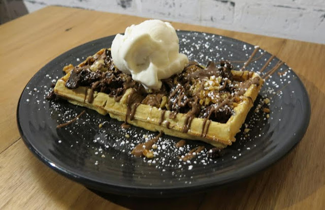 Belgian waffle, the crowd pleaser