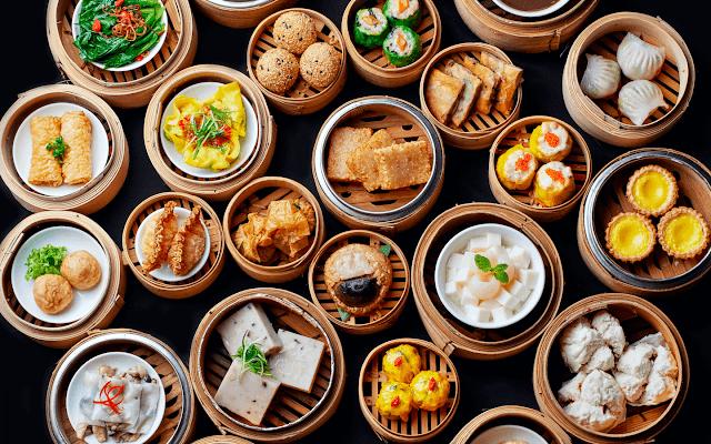 Điểm tâm có thể được nấu bằng cách hấp và chiên, trong số các phương pháp khác. Các món thường được phục vụ trong xửng nhỏ, mỗi xửng có ba hoặc bốn miếng. Đó là phong tục Trung Quốc cổ xưa, khi những người ngồi cùng bàn chia sẻ các món ăn, ai cũng có thể thử mỗi món một miếng.