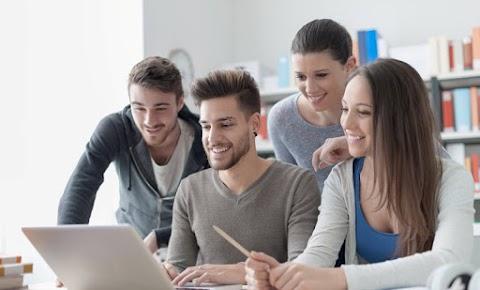 Mindenki szerezze meg a szükséges digitális kompetenciákat az iskolákban