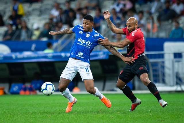 """Athlético domina Cruzeiro e vence mais uma fora de casa: Cadê o """"Sinthetico""""?"""