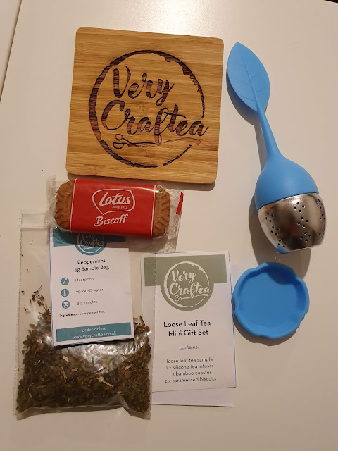 very craftea loose tea gift set with blue strainer and lotus biscuit