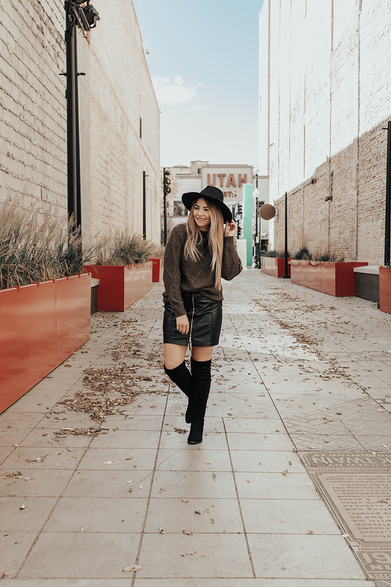 fall style fashion blogger, fashion blogger, faux leather skirt