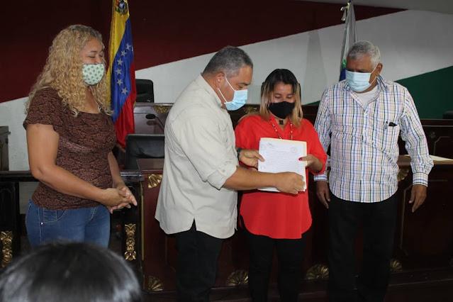 ENTREGAN 20 TÍTULOS DE TIERRAS URBANAS EN CARORA