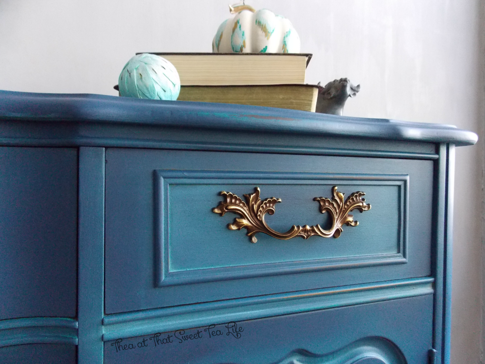Blue Painted Furniture: Your Blended Paint Inspiration by That Sweet Tea Life | distress | highlight | Shaded Furniture| How to create a blended Paint Furniture Finish | Blended Painted Furniture Ideas | Furniture Painting Tips | How to paint Furniture | Blending Blue Furniture Makeover | Layered Paint | Blended Painting | Dresser Makeover | Furniture DIY | #paintblending | #blendedpaintfinish | #blendedfurniturepaint