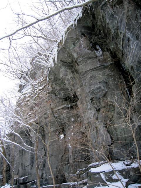 馬門岩のオーバーハング