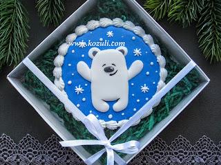 Имбирное печенье новогоднее Медвежонок, упаковка темно-зеленый бумажный наполнитель