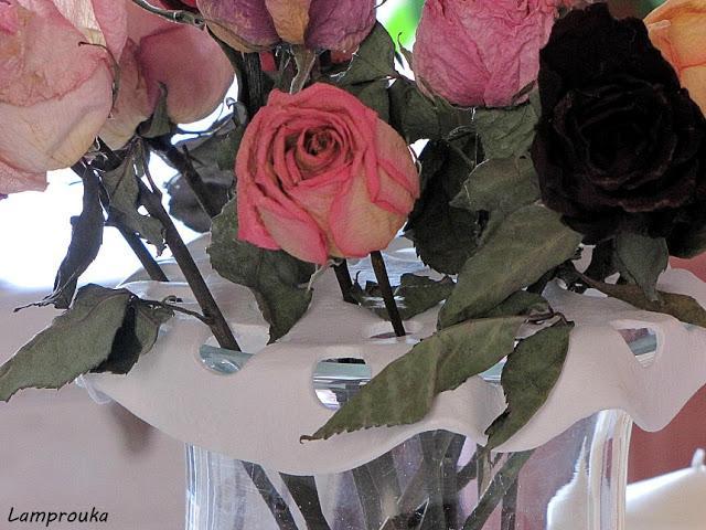 Βάση για λουλούδια από πηλό.